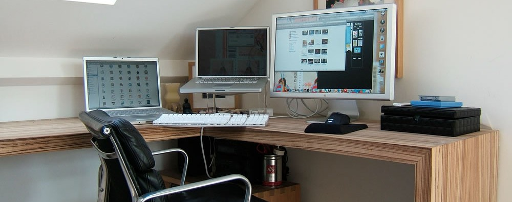desk-corner